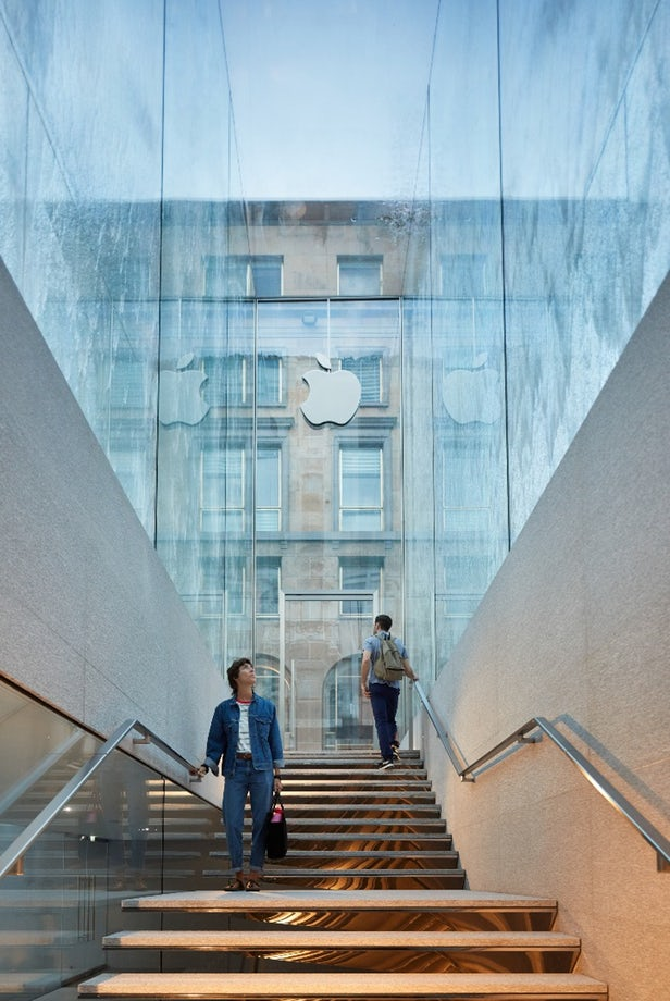 Apples Store in Italy 2